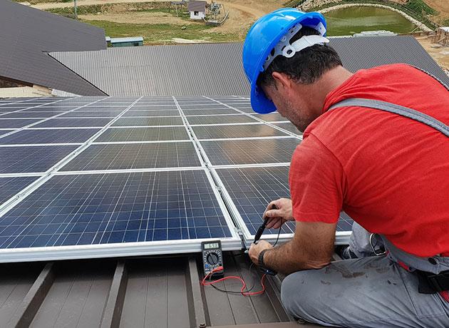 Dächer vermieten Installation einer Photovoltaikanlage